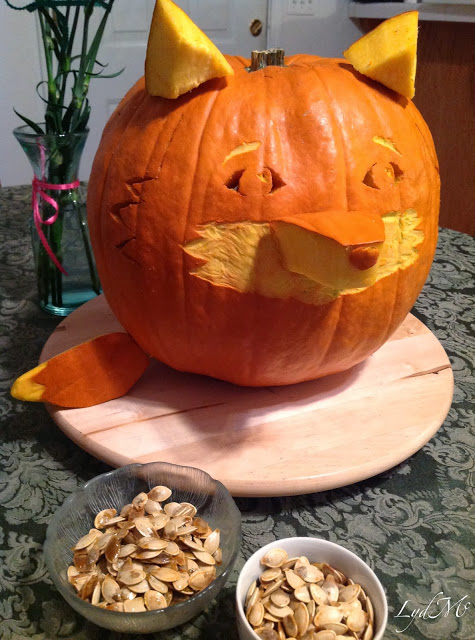 fox+jackolantern+and+kettle+roasted+pumpkin+seeds